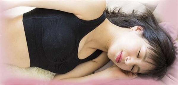 シンデレラマシュマロリッチナイトブラのモデル着用画像